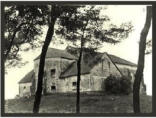 A magtárrá átalakított templom
